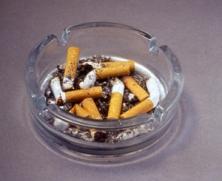 scrumiera-tigari-fumat